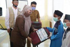 Bupati Irna salurkan insentif satu desa satu hafidz Al Qur'an