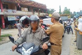 Dinas Penanaman Modal Sanggau bagikan masker cegah COVID - 19