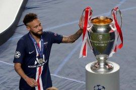 Neymar dikabarkan termasuk dalam tiga pemain PSG positif corona