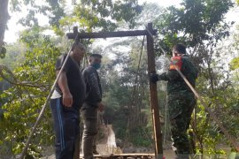 Jembatan gantung sepanjang 70 meter di Sukabumi putus akibatkan belasan warga luka