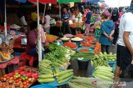 Harga berbagai jenis sayuran di pasar tradisional  Ambon normal