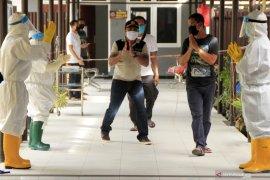 Kasus COVID-19 di Indonesia bertambah  2.306 orang