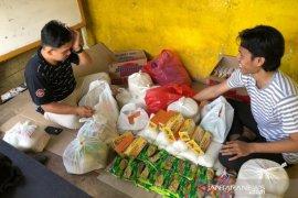 Mahasiswa UMM bagikan sembako dan jamu kepada warga Desa Benawa Tengah