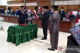 Benhur G Watubun dilantik sebagai anggota DPRD Maluku