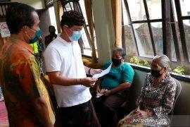Pemkab Klungkung beri bantuan langsung tunai kepada masyarakat kurang mampu