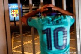 Messi dikabarkan hengkang, suporter Barca protes di Camp Nou