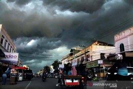 Sebagian wilayah Indonesia  hadapi potensi hujan sedang-lebat tiga hari ke depan