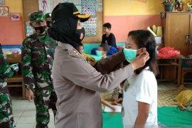 Kapolres - Dandim di Maluku Tengah  bantu korban banjir di Masohi