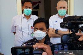 Pemain PSIS menjalani tes usap di lobi DPRD Kota Semarang