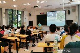 Seluruh sekolah di Wuhan, China, serentak dibuka mulai Selasa