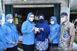 PKK Bangka bagikan ratusan lembar masker gratis