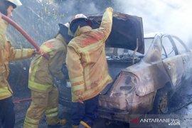 Dua mobil hangus terbakar di Jalur Puncak Bogor