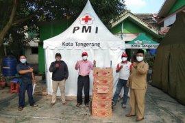 PMI Tangerang distribusikan pisang untuk warga terdampak COVID-19