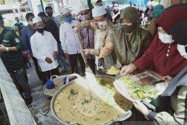 Wali Kota Banjarmasin menghadiri tradisi membuat bubur Asyura