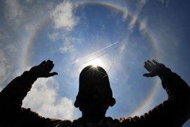 Warga Kerinci saksikan fenomena halo matahari