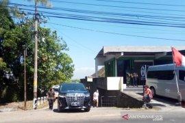 Presiden Jokowi berziarah ke tempat pemakaman ibunda di Karanganyar