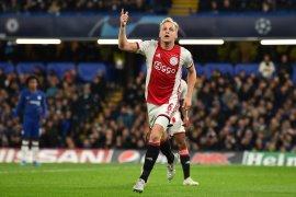Donny van de Beek dari Ajax akan merapat ke Manchester United