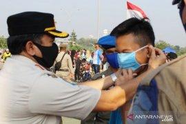 Satpol PP jaring puluhan warga tidak bermasker di Stadion Pakansari
