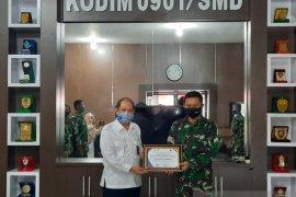 BKKBN Kaltim serahkan  penghargaan kepada Kodim 0901 Samarinda