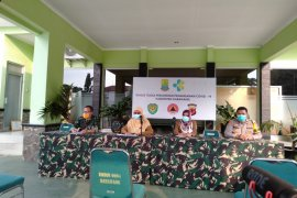 100 orang positif COVID-19 di Karawang masih dirawat