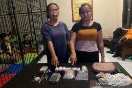 Polisi tangkap dua IRT miliki 76 paket sabu-sabu