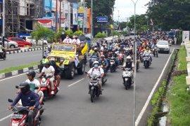 Pasangan MHB - Gas diarak keliling kota Ternate