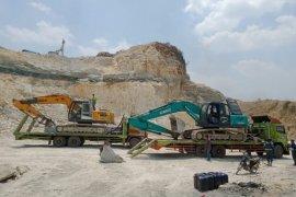 Operasi Gakkum KLHK hentikan penambangan kapur ilegal di Klapanunggal Bogor