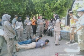Seratusan orang tak pakai masker di Cianjur diganjar sanksi