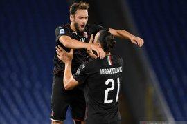 Ibrahimovic:  Hakan Calhanoglu layak kenakan nomor 10 di AC Milan