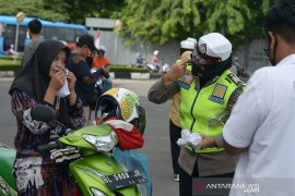 HUT Polwan Aceh bagikan masker gratis