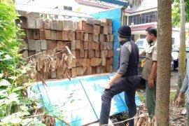 Ratusan batang kayu ilegal diamankan Polda Kalbar