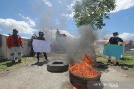 Massa aksi minta Kejari segera tahan Bupati Boalemo