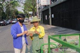 Mahasiswa di Sukabumi peduli COVID-19  sebar masker untuk warga