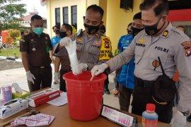 Polres Singkawang musnahkan barang bukti Narkotika dari pelaku AS dan EDY