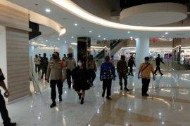 Video - Kapolsekta Banjarmasin Tengah pimpin patroli protokol kesehatan di Duta Mall