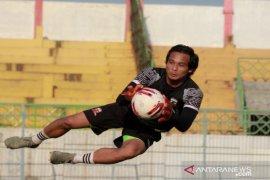 Jauhi risiko cedera, kiper Madura United pilih hindari ikut tarkam