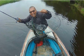 Hobi mancing, berburu ikan di Tayan