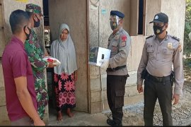 Menuju pedalaman Aceh Utara, Brimob Polda Aceh bantu warga miskin terdampak COVID-19