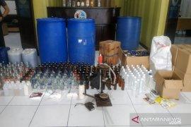 Polres gerebek rumah merangkap pabrik miras palsu di Cianjur