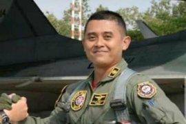 Jenazah Luluk Teguh Prabowo, pilot pesawat Golden Eagle tergelincir dimakamkan di Madiun
