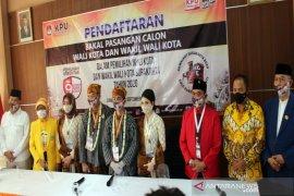 Pasangan Gibran-Teguh resmi daftar ke KPU Surakarta