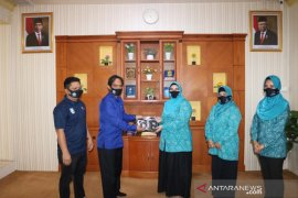 Kominfo Banjar serahkan masker dukung aksi gebrak masker PKK