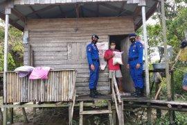 Polda Kalbar kembali berikan bantuan beras pada masyarakat di kawasan pesisir