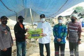 Wawali serahkan bantuan ASN untuk korban kebakaran