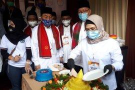 Puteri Wapres, Azizah daftar ke KPU Tangsel dan dapat kejutan dari relawan