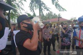 Buntut pelarangan meliput, wartawan demo KPU Tanjungbalai
