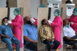 Empat calon kandidat Pilkada Teluk Wondama dinyatakan negatif COVID-19