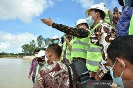 Menteri PPN kunjungi pembangunan embung konservasi di Belitung Timur