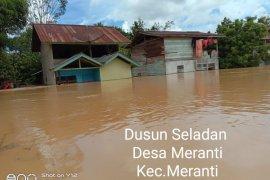 Banjir longsor landa sejumlah wilayah di Kalbar