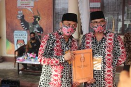 Alphard Al Baiti - Arbain M Noor, pasangan terakhir daftar ke KPU Paser.